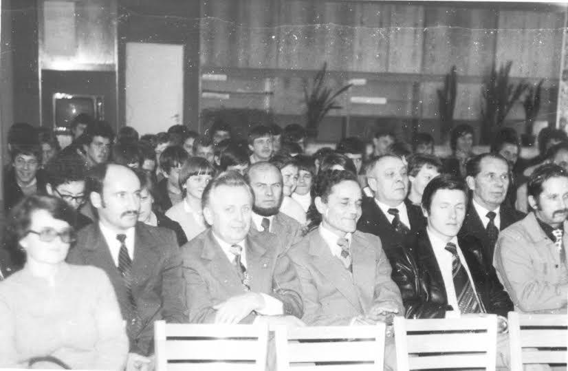 Zdjęcie nauczycieli ZSE z pierwszej połowy lat 80. Fot. Janusz Bębas